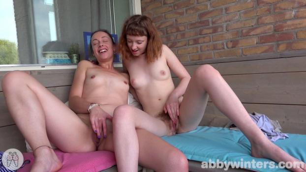 abbywinters-17-11-28-abigail-m-and-sondrine-intimate-moments.jpg