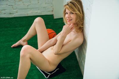 Crysta Maiden - In Studio Nude