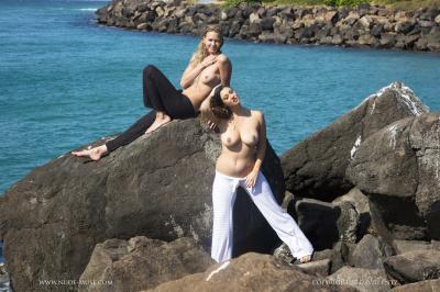 Scarlett-Morgan-%26-Elly-Topless--s6rv0tjxak.jpg