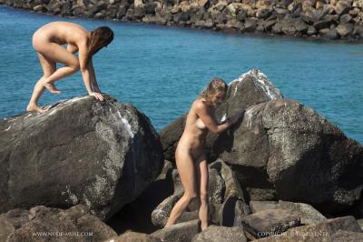 Scarlett-Morgan-%26-Elly-Topless--v6rv0vgai2.jpg