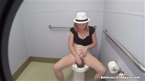 bathroomcreepers-17-10-25-kay.jpg