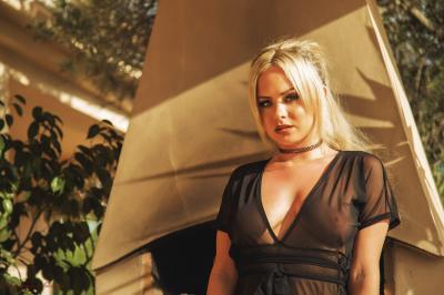 Sara Louise - Overlooked e6rv3nrwqd.jpg