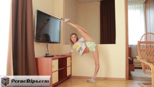 sexflexvideo-17-09-25-julietta-fucking-flexible.jpg