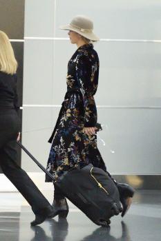Jennifer Lawrence at JFK 11/21/17 7