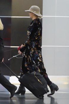 Jennifer Lawrence at JFK 11/21/17 8